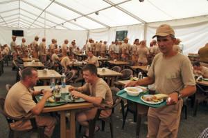 987738フメイニ基地で働くロシア人軍人